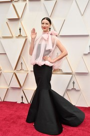 Caitriona Balfe cut an ultra-feminine figure in a black mermaid gown by Valentino Couture at the 2020 Oscars.