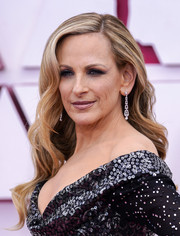 Marlee Matlin looked lovely with her long wavy cut at the 2021 Oscars.