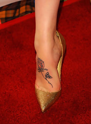 Rosie showed off a delicate flower on the upper part of her foot while walking the red carpet.