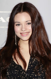 India Eisley attended the Young Hollywood party wearing a pair of dangling chain earrings.