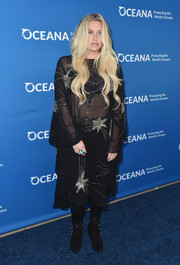 Kesha sealed off her dark ensemble with a pair of multi-buckled suede boots.