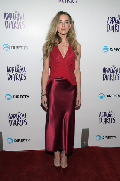 Red velvet pumps by Jimmy Choo finished off Amber Heard's look.