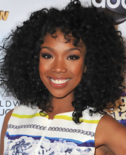 Brandy's beauty look was simply glowing on the red carpet, especially thanks to her shiny nude lips.