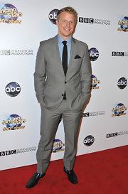 Sean Lowe rocked a light gray suit and a blue gingham top for his classically preppy red carpet look.