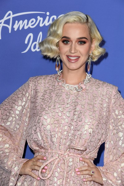 Katy Perry sported a bright pink mani to match her dress at the 'American Idol' premiere event.