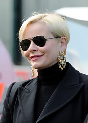 Valentina made a statement against her black ensemble with this standout pearl and gold dangle earrings.