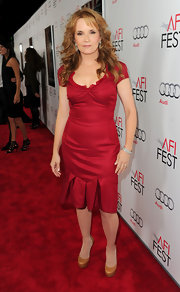 Lea Thompson opted for cognac platform pumps at the 'J. Edgar' premiere in Hollywood.