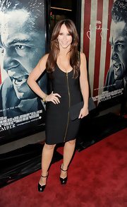 Jennifer Love Hewitt topped off her black bandage dress with patent leather platform sandals.