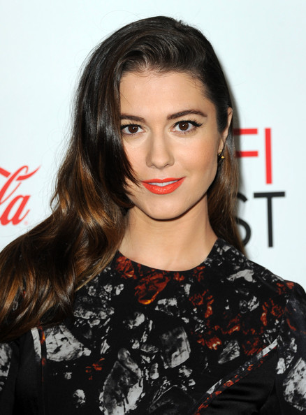 More Pics of Mary Elizabeth Winstead Bright Lipstick (1 of 6) - Bright Lipstick Lookbook - StyleBistro