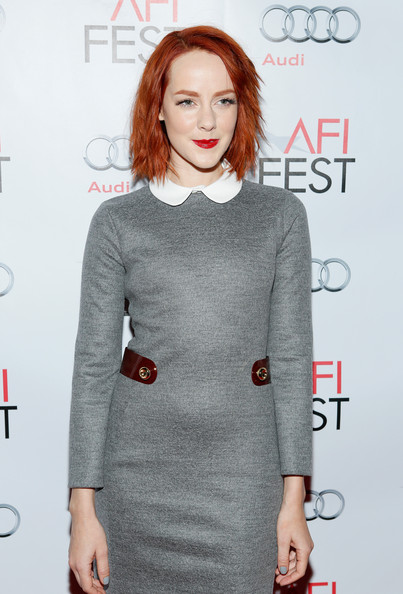 More Pics of Jena Malone Layered Razor Cut (4 of 7) - Jena Malone Lookbook - StyleBistro [clothing,dress,fashion,shoulder,lip,hairstyle,fashion model,neck,cocktail dress,premiere,jena malone,tcl chinese 6 theatres,hollywood,california,audi los angeles times,afi fest,young hollywood roundtable]