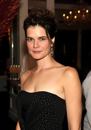 Betsy Brandt wore a pair of two-toned, double drop diamond earrings at the AMC Emmy after party. They played off the lovely golden elements of her dress.