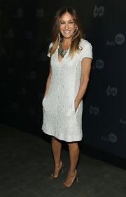 Sarah Jessica Parker looked classic and chic in a white lace dress that featured pockets.