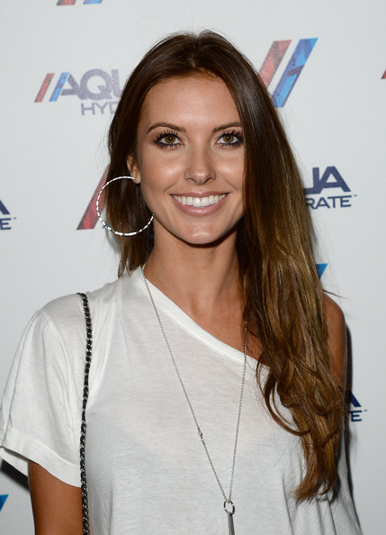 More Pics of Audrina Patridge Off-the-Shoulder Top (1 of 8) - Off-the-Shoulder Top Lookbook - StyleBistro