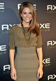 Maria Menounos added a gilded touch to her look with gold chain link necklaces.