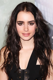 Lily Collins attended the UK premiere of 'Abduction' wearing a pair of cushion on point drop earrings in 18-carat gold and pave diamond.