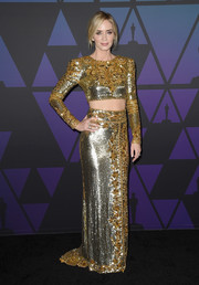 Emily Blunt showed off her abs in a gold crop-top by Dundas at the 2018 Governors Awards.