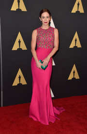 Emily Blunt's emerald-green Rauwolf clutch provided a strikingly beautiful contrast to her fuchsia dress.
