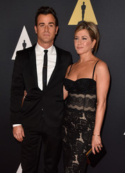 Jennifer Aniston kept it classic with a black satin clutch at the 2014 Governors Awards.