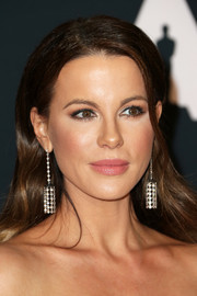 Kate Beckinsale glammed up her look with a pair of diamond chandelier earrings for the Governors Awards.