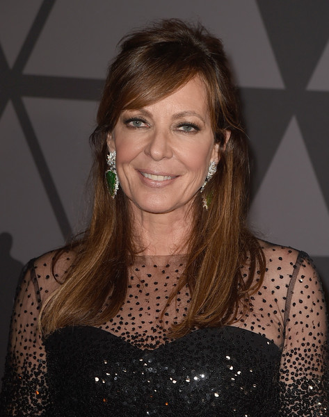 Allison Janney looked romantic wearing this half-up style with side-swept bangs at the Governors Awards.