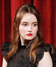 Kaitlyn Dever highlighted her lips with a bold red color.