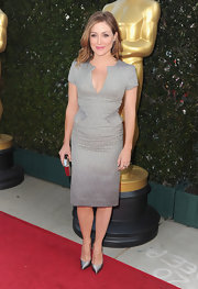 Sasha Alexander showed off her curves in a low-cut gray knit dress with flattering contouring panels.