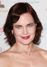 Elizabeth McGovern wore a classy diamond tennis necklace to the Emmy Awards performers nominee reception.