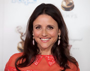 Julia Louis-Dreyfus wore her hair in a simple yet pretty center-parted wavy style at the Emmy Awards nominees' reception.