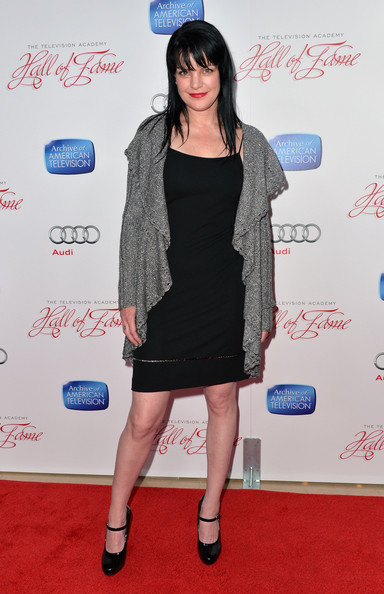 More Pics of Pauley Perrette Long Straight Cut with Bangs (5 of 7) - Long Straight Cut with Bangs Lookbook - StyleBistro