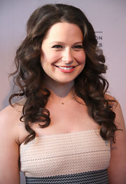 Katie Lowes attended an Evening With Shonda Rhimes and Friends wearing her hair in lovely flowing curls.