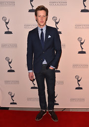 Gabriel Mann dressed up jeans with a classic two-button blazer while at the evening with 'Revenge' event.
