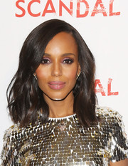 Kerry Washington swiped on some metallic purple eyeshadow for a mesmerizing beauty look.