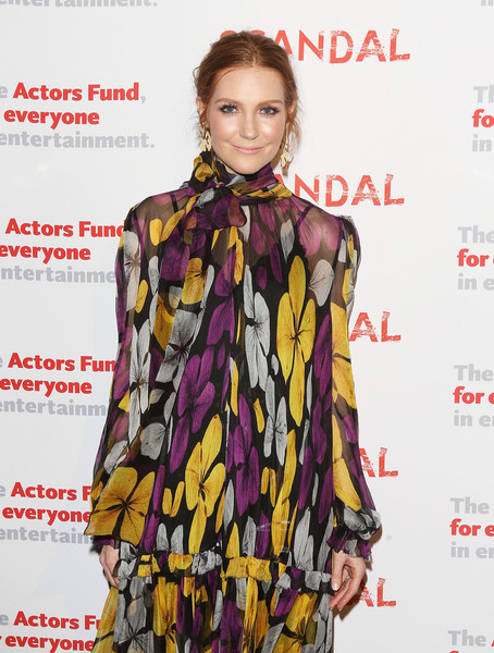 More Pics of Darby Stanchfield Print Dress (1 of 4) - Darby Stanchfield Lookbook - StyleBistro [scandal finale live stage,series finale,clothing,fashion model,fashion,magazine,fashion design,fashion accessory,fashion show,premiere,pattern,blouse,darby stanchfield,reading,stage,benefit the actors fund,reading,california,los angeles,actors fund]