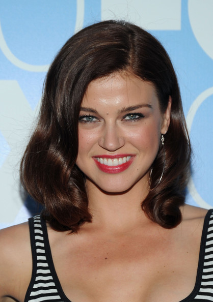Adrianne Palicki Medium Wavy Cut