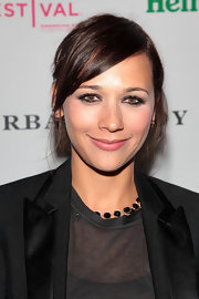 Actress Rashida Jones showed off her simple yet elegant chignon while attending the Tribeca Film Festival.