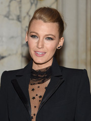 Blake Lively pulled her hair back into a pompadour ponytail for the 'Age of Adaline' New York premiere.
