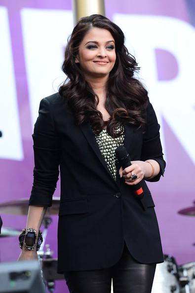 Aishwarya Rai Blazer [chime for change: the sound of change live concert,beauty,fashion,outerwear,blazer,event,suit,performance,long hair,black hair,formal wear,frida giannini,aishwarya rai bachchan,for change,stage,twickenham stadium,london,gucci,committee,chime for change: the sound of change live]