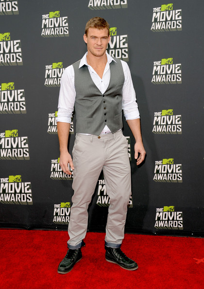 Alan Ritchson Clothes