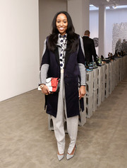 Shiona Turini complemented her outfit with a tricolor quilted bag.