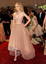 Jessica Stam looked like a modern day princess in a blush colored strapless dress. Her tulle embellished gown was cinched at the waist and featured a tulle skirt.