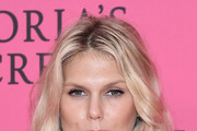 Alexandra Richards Long Wavy Cut