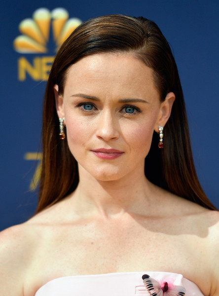 Alexis Bledel Long Straight Cut [hair,face,eyebrow,hairstyle,skin,beauty,forehead,chin,lip,shoulder,arrivals,alexis bledel,emmy awards,70th emmy awards,microsoft theater,los angeles,california]