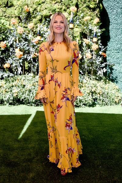 Ali Larter Print Dress [clothing,yellow,dress,lady,fashion,long hair,day dress,formal wear,floral design,fashion design,arrivals,ali larter,los angeles,pacific palisades,california,will rogers state historic park,veuve clicquot polo classic]