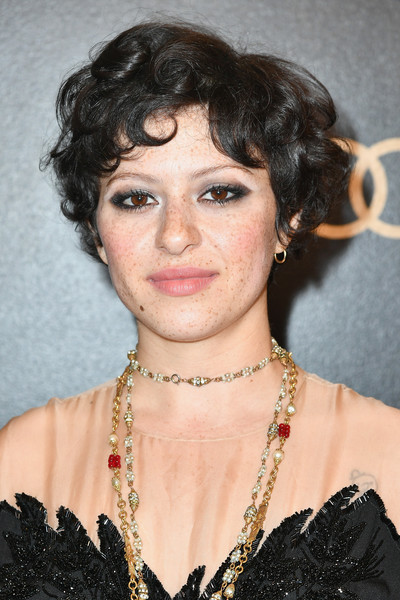 Alia Shawkat Short Curls [hair,face,hairstyle,eyebrow,chin,lady,black hair,lip,ringlet,bangs,arrivals,alia shawkat,beverly hills,california,the beverly hilton hotel,amazon studios,amazon studios golden globes celebration]