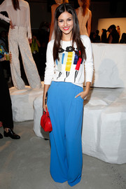 Victoria Justice kept the colors coming with a pair of bright blue wide-leg pants and a red purse.