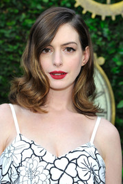 Anne Hathaway's red lippy looked striking against her pale skin.