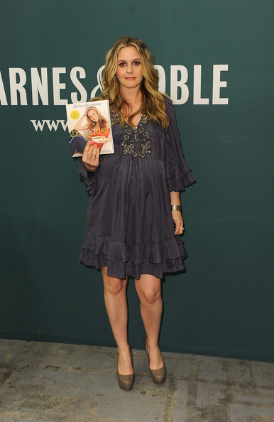 More Pics of Alicia Silverstone Long Curls (5 of 13) - Alicia Silverstone Lookbook - StyleBistro