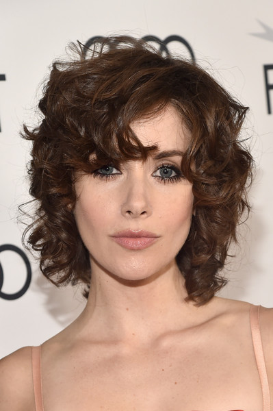 Alison Brie Short Curls [the disaster artist,hair,face,hairstyle,chin,eyebrow,brown hair,shoulder,beauty,layered hair,lip,alison brie,screening,tcl chinese theatre,california,hollywood,afi fest,red carpet,audi,audi - screening]