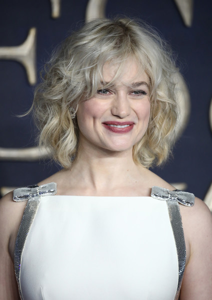 Alison Sudol Curled Out Bob [fantastic beasts: the crimes of grindelwald,hair,blond,face,shoulder,hairstyle,lip,beauty,eyebrow,lady,skin,alison sudol,uk,cineworld leicester square,england,london,red carpet arrivals,premiere]