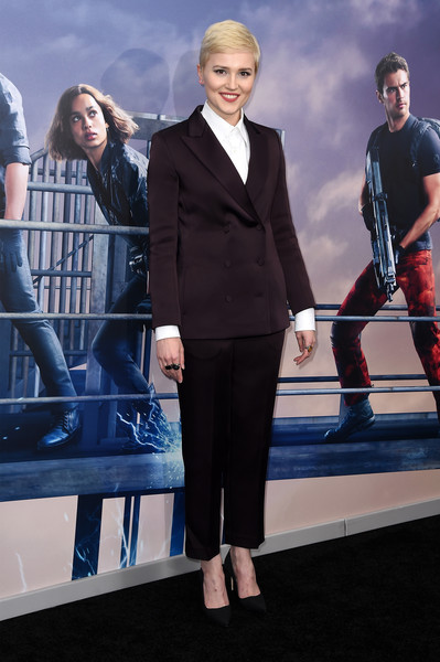 More Pics of Veronica Roth Pixie (1 of 4) - Veronica Roth Lookbook - StyleBistro [suit,premiere,fashion,event,white-collar worker,design,performance,formal wear,fictional character,tuxedo,veronica roth,inside arrivals,new york,amc lincoln square theater,allegiant,premiere]